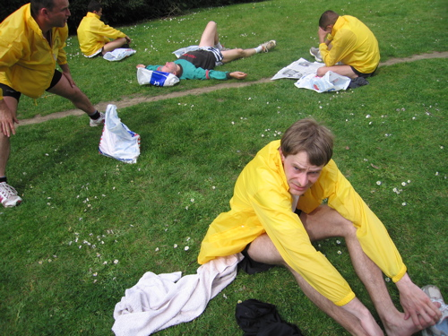 Marathon de Nantes, tous en super KWAY jaunes, la classe